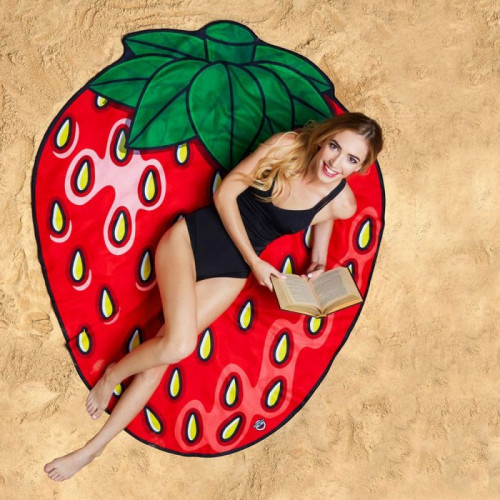 strawberry_beach_blanket_1